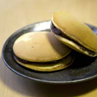 Dorayaki (mini pancakes filled with bean paste)