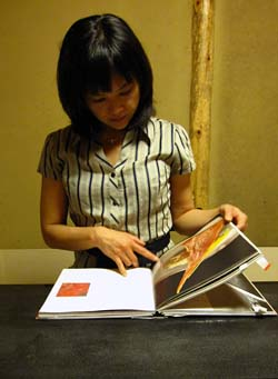 Risa Sekiguchi with book at Kikunoi Honten, (c) 2009 Kirk Vuillemot