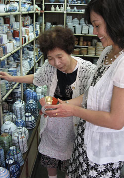 Shopping for tabelware in Kyoto